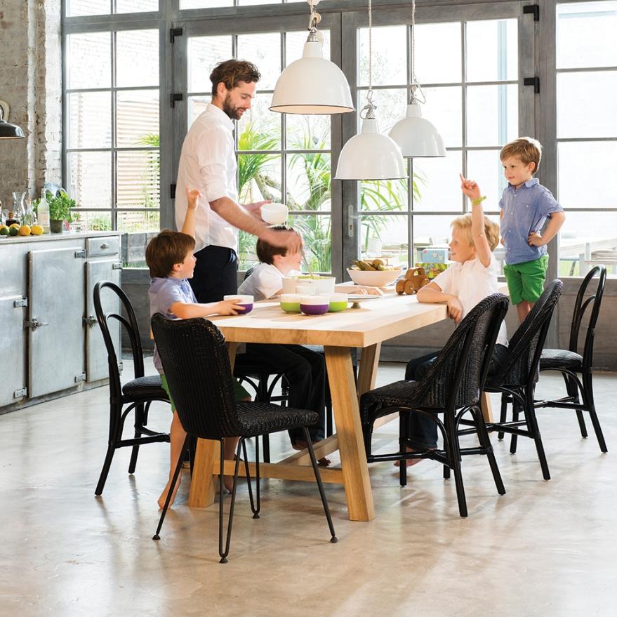 Stühle und Tisch-Blue Wall Design